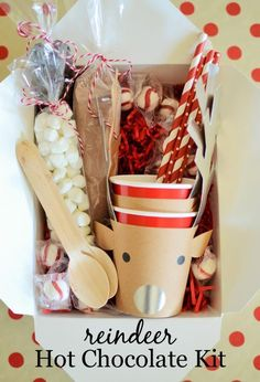 Hot Cocoa Kit Reindeer Hot Chocolate Kit - OK, this is adorable! Great way to kick off winter and the holidays.Reindeer Hot Chocolate Kit - OK, this is adorable! Great way to kick off winter and the holidays. Neighbor Christmas Gifts, Neighbor Gifts, Homemade Christmas Gifts, Noel Christmas, Homemade Gifts, Holiday Gifts, Christmas Crafts, Homemade Food, Diy Food