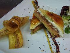 Milhoja de foie, manzana, queso de cabra y membrillo  http://eculinariae.blogspot.com.es/2012/02/milhoja-de-foie-manzana-queso-cabra-y.html