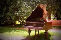 awesome-and-creative-ideas-how-to-repurpose-old-pianos-3