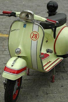 Vespa - scooters and bicycles … Vespa Piaggio, Lambretta Scooter, Vespa Scooters, Fiat 500, Triumph Motorcycles, Vintage Motorcycles, Retro Scooter, Scooter Motorcycle, Vespa Rally