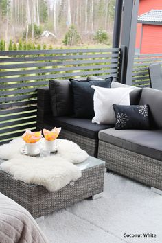 Coconut White: Terassin keväinen ilme - kukat matkalla! Outdoor Sectional, Sectional Sofa, Outdoor Furniture Sets, Outdoor Decor, Outdoors, Blog, Home Decor, Style, Swag