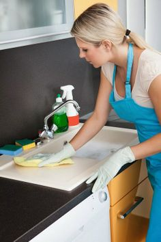 Free kitchen cleaning checklist to help you deep clean, declutter and organize your kitchen. This checklist includes simple daily tasks that take just 15 minutes! Zone Cleaning, Cleaning Checklist, Deep Cleaning, Spring Cleaning, Cleaning Hacks, Cleaning Supplies, Kitchen Cleaning, Cleaning Services, All Purpose Cleaners