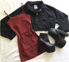 Schöne Klamotten und Outfits Source by yeetmys. - Schöne Klamotten und Outfits Source by yeetmyselfoff clot - Teen Fashion Outfits, Edgy Outfits, Cute Casual Outfits, Mode Outfits, Retro Outfits, Cute Fashion, Fall Outfits, Cute Grunge Outfits, Clueless Outfits