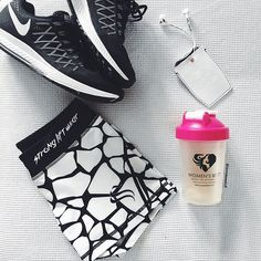 TODAYS// workout essentials. I always put my @womensbest protein in my shaker at home and then have it ready right after my workout at the gym. Doing legs today and I think I'm gonna do BBG legs instead of my usual weights workout. Loving the @sudiosweden earphones to workout. I got the Bluetooth ones because I hate having that annoying cable everywhere during my workout. You can get 15% off at @sudiosweden with the code martina15 What are you doing today? #womensbest #bbg #flatlay #