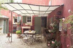 Profil sinueux pour une terrasse avec toit - Inspiration : offrez un toit à votre terrasse - CôtéMaison.fr