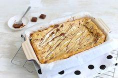 Op zoek naar een recept voor blondies, brownies met witte chocolade? Kijk dan gauw verder want dit recept is verrukkelijk! Eet smakelijk.