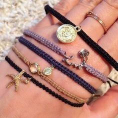 春夏の装いにぴったり♡余った刺繍糸で可愛いミサンガブレス21選 Macrame Bracelets, Cool Designs, How To Make, Handmade, Crafts, Jewelry, Fashion, Diy Kid Jewelry, Woven Bracelets