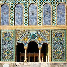 again and again #golestanpalace #tbt #tehran #tehranpic #iran #iranpics #instairan #instatehran #tile #tileaddiction #art #ihavethisthingswithtiles by orhangrr