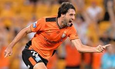 Brisbane Roar come from behind to beat 10-man Newcastle Jets