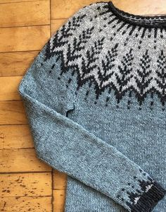 I'll see if I can draw up a chart for this Sweater Knitting Patterns, Knitting Charts, Knitting Designs, Knitting Stitches, Knit Patterns, Baby Knitting, Crochet Woman, Knit Crochet, Norwegian Knitting