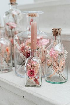 Flowers In Jars, Dried Flowers, Diy Crafts To Sell, Home Crafts, Deco Boheme Chic, Dried Flower Arrangements, Glass Bottle Crafts, Diy Décoration, Event Decor