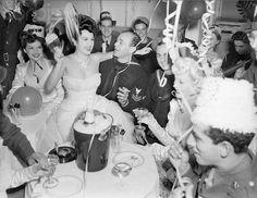 Castigo de Dior: Feliz Año Nuevo, Happy New Year, Heureuse Nouvelle Année, Glückliches Neues Jahr Vintage Christmas Party, Vintage Party, Vintage Glam, Vintage Holiday, 1950s Party, Vintage Style, Vintage Waves, 1950s Christmas, 1940s Style
