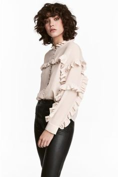 PREMIUM QUALITY. Blouse in mulberry silk with frills, a small frilled collar, covered buttons down the front and long sleeves with buttoned cuffs.