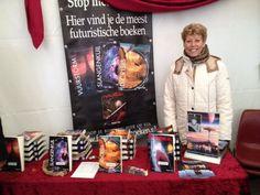 Auteur #pepperkay trotseerde kou en regen tijdens #elfia en was aanwezig met al haar boeken. #scifi #fantasy