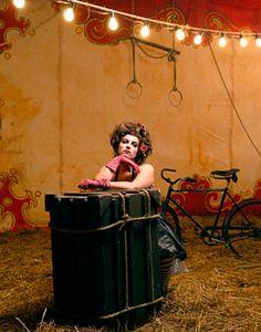 Detrás de toda actriz de circo, hay una terapeuta ocupacional que dejó la carrera de la UBA en tercer año.