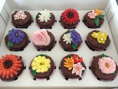 Flowers chocolate cupcakes