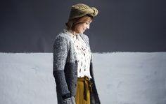 Naisen pitkä, alpakkamohairista neulottu villatakki lämmittää takin alla ja käy keväällä päällysvaatteesta.Ota ohje!