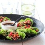 pork lettuce wraps with chili soy sauce A Food, Food And Drink, Pork Lettuce Wraps, Asian Pork, New Menu, Sugar Free Recipes, Frisk, Quiche, Tapas