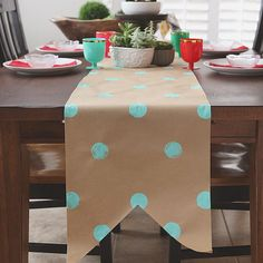 Use kraft paper to make a table runner. Birthday Table, Birthday Diy, Birthday Stuff, Paper Table, A Table, Birthday Decorations, Table Decorations, Centerpieces, Diy And Crafts