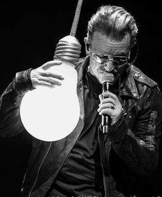 What's the big idea, Bono? The Edge U2, U2 Live, U2 Songs, Paul Hewson, Larry Mullen Jr, Bono U2, Irish Boys, Set Me Free, Looking For People