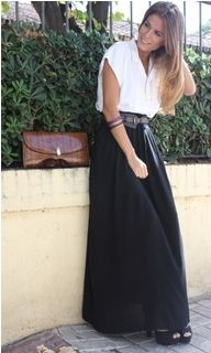 Photos: 17 ways to wear a black skirt - The black skirt is one of the most versatile pieces of clothing in your closet. Here's a few ideas for how to rock any black skirt you have. Maxi Skirt Outfits, Midi Skirts, Dress Skirt, Long Skirts, Maxi Noir, Boho Fashion, Fashion Outfits, Fashion Black, Street Fashion
