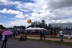 Servidores de 31 categorias protestam contra possível cancelamento de reajustes salariais no DF - http://noticiasembrasilia.com.br/noticias-distrito-federal-cidade-brasilia/2015/03/11/servidores-de-31-categorias-protestam-contra-possivel-cancelamento-de-reajustes-salariais-no-df/