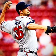 No-hitter alert! @Braves LHP Mike Minor has no-hit the Reds through 7 innings. #Padgram