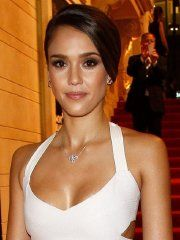 #Celebrity #Jessica #Alba looks very hot wearing a tight white dress.