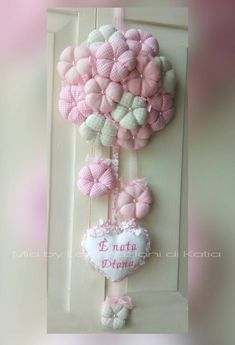 Pale pink Tutu tulle wreath with pale pink flowers and large bow to hang . Diy Home Crafts, Easy Crafts, Baby Girl Announcement, Baby Door, Tulle Wreath, Felt Baby, Baby Birth, Baby Room Decor, Keepsake Boxes