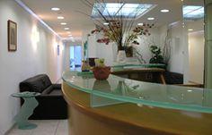 Home Ιατρικό Κέντρο COSMETICLASER Θεραπευτικό Κέντρο Υψηλής Τεχνολογίας Ιατρικό Κέντρο COSMETICLASER Θεραπευτικό Κέντρο Υψηλής Τεχνολογίας     ΓΡΗΓΟΡΑ, ΑΝΩΔΥΝΑ, ΟΙΚΟΝΟΜΙΚΑ  Τα ιατρικά κέντρα CosmeticLaser είναι πρωτοπόρα στη χρήση ακτινών laser, με εφαρμογές στην υγεία, αισθητική και ομορφιά.  Η επαναστατική χρήση των ακτινών laser στην υγεία από την CosmeticLaser με εμπειρία 20 ετών σε επεμβάσεις στην αισθητική δερματοχειρουργική
