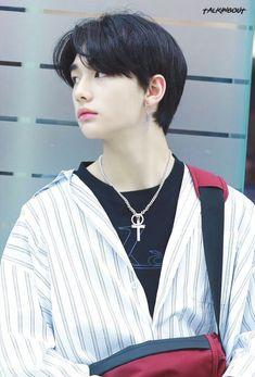 \\\chim chim and Kit kat/// Rapper, Looks Dark, Lee Know, Boyfriend Material, K Idols, Korean Boy Bands, Pretty Boys, Pretty People, Boy Groups