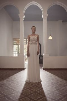 Esta sencilla silueta: | 36 vestidos de novia de dos piezas ultra glamorosos