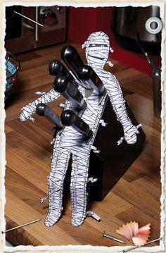 Make your knife block into a Halloween decoration! Heck yes! Diy Halloween, Theme Halloween, Holidays Halloween, Happy Halloween, Halloween Decorations, Haunted Halloween, Halloween 2018, Halloween Alley, Halloween Kitchen Decor