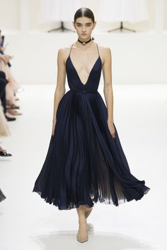 Christian Dior haute couture autumn/winter - Dior Dress - Ideas of Dior Dress - A model wearing a navy blue gown with spaghetti straps and a deep v-neckline at the Christian Dior haute couture autumn/winter show. Fashion Weeks, Fashion 2018, Look Fashion, Runway Fashion, High Fashion, Fashion Beauty, Fashion Show, Fashion Dresses, Fashion Design