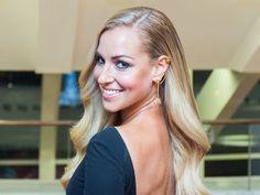 Slovenská tenistka Dominika Cibulková pózuje pre fotografov pred začiatkom vyhlásenia výsledkov ankety Klubu športových redaktorov SSN Športovec roka 2014