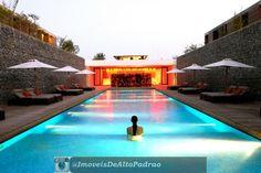 Ideias sugestivas para Criação e Decoração de Piscina de Luxo.  http://www.imoveisdealtopadraogoiania.com.br/fotos-de-casas-com-piscinas.html  #pool #luxury #houses #decor #tbt #home #luxuryhomes #love #places #imoveis #dealtopadrao #deluxo #imoveisdeluxo