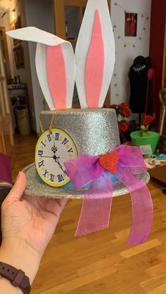 Losing Body Weight Without The Need Of Dieting - The Chongqing Way - My Website Alice In Wonderland Decorations, Alice In Wonderland Tea Party, Crazy Hat Day, Crazy Hats, Birthday Centerpieces, Diy Party, Party Ideas, Scary Halloween, Halloween Decorations