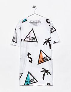 Camiseta estampada. Descubre ésta y muchas otras prendas en Bershka con nuevos productos cada semana