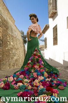 Antonio Gutiérrez Generalife (9) Mexican Fancy Dress, Mexican Outfit, Mexican Dresses, Mexican Style, Royal Dresses, Nice Dresses, 15 Dresses, Mexican Fashion, Quinceanera Dresses
