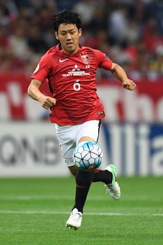 Wataru Endo of Urawa Red Diamonds in action during the AFC Champions League Round of 16 match between Urawa Red Diamonds and Jeju United FC at Saitama Stadium on May 31, 2017 in Saitama, Japan.