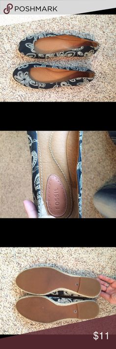 Fossil women's flats size 10, paisley Purchased when I worked for Fossil but only worn a handful of times. Charcoal base w cream/white paisley print. Size 10 very comfortable. Fossil Shoes Flats & Loafers