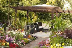 puutarha,oleskelutila,oleskelupaikka,kukkapenkki,pergola