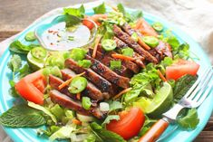Vietnamese Grilled Steak Salad Grilled Steak Salad, Marinated Steak, Steak Temperature, Sunday Suppers, How To Make Salad, Beef Dishes, Summer Recipes, Seafood, Spicy