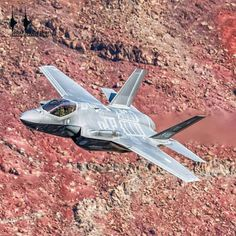 A RNLAF Lightning II hauls ass through a canyon. Thanks to COAP and Frank Crébas for their help. Military Jets, Military Weapons, Military Aircraft, Stealth Aircraft, Fighter Aircraft, Jet Fighter Pilot, Fighter Jets, B1 Bomber, F35 Lightning