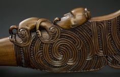 Carved by Jason Hina The word Patu (meaning to strike or hit) encompasses a range of short weapons made from native hardwood, bone & stone. the 'Patu' which was often sharp at their forward edge and were used with thrusting, jabbing and swi Maori Tribe, Maori Patterns, Tiki Head, Warrior Drawing, Polynesian Art, Maori Designs, Nz Art, Maori Art, Bone Carving