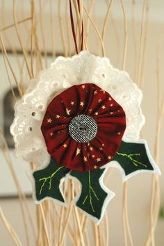 Tutorial - yo-yo christmas tree decoration... http://gonetoearth.typepad.com/gonetoearth/2009/12/tutorial-yo-yo-christmas-tree-decoration.html #YoYo's