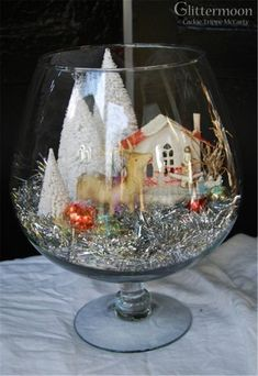Christmas Scene in a Brandy Snifter Table Decoration Christmas Jars, Christmas Scenes, All Things Christmas, Christmas Home, Vintage Christmas, Christmas Holidays, Christmas Projects, Holiday Crafts, Deco Table