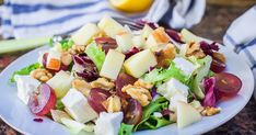 Apples & grapes teamed up with crunchy almonds and walnuts to make a healthy summer salad. Healthy Salads, Healthy Eating, Healthy Recipes, Easy Recipes, Vinaigrette, Grape Salad, Greek Salad Recipes, Walnut Salad, Salad Ingredients