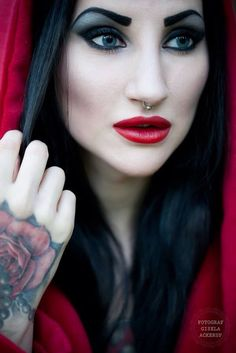 Red Riding Goth, Make Up and Fashion. Model: Eleine