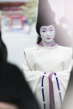 宮川町、芸妓 とし真菜さん  Miyagawa-Cho Geisha and true Greens,